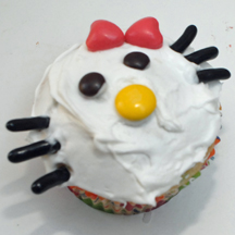 white kitty cupcake