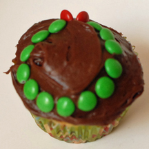 M&M wreath cupcake
