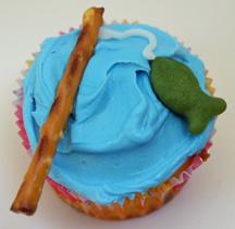 fishing cupcake