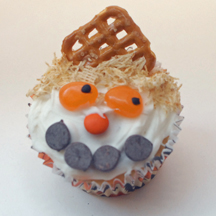 Scarecrow cupcake with pretzel hat