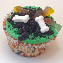Bones and worms cupcake