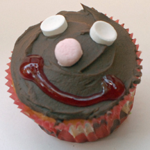 Gingerbread boy cupcake