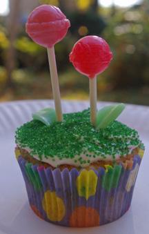 Lollypop flower cupcake