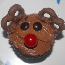 Pretzel reindeer cupcake
